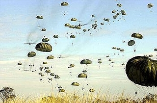 350px-US_paratroopers_jump_into_Australia.jpg